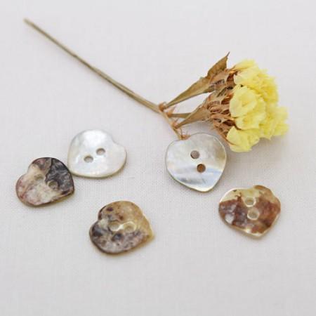 5ea) 15mm Heart Nacre buttons