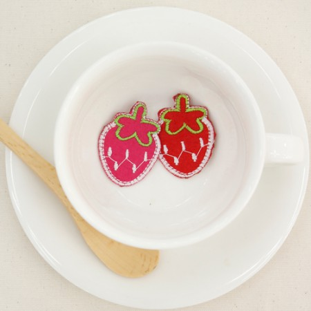 Adhesive wapaen) spotted strawberries (2 species)