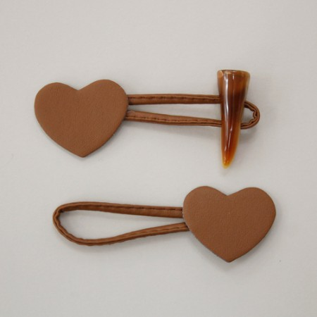 Horn button) heart-shaped rice cake Button (Brown)