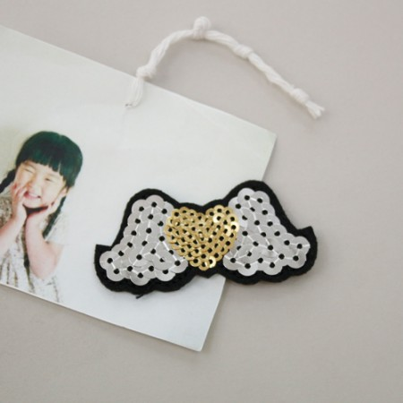 Sewing expression fan) Spangled wing heart [37]