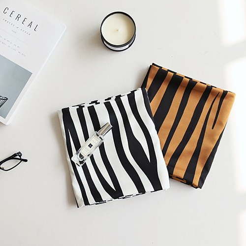 Large-lymph skin) Zebra (two species)