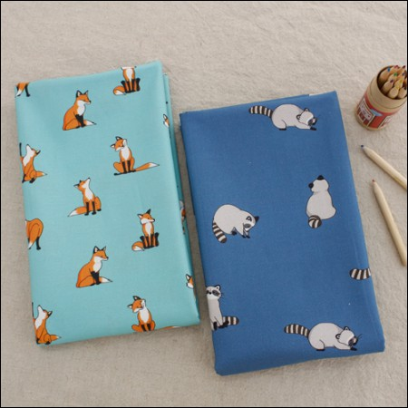 Cotton fabric DTP20 horizontal straight) fox and raccoon (two species)