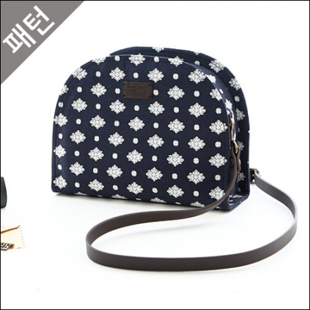 Patterns-Props) Bag Half-moon Cross Bag [P828]