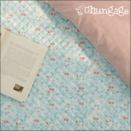 Cotton 20 Horizontal Straight Nouveau Fabric) Mint Rabbit