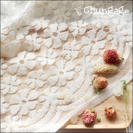 Large - Embroidery Span Rasselace) Cosmos