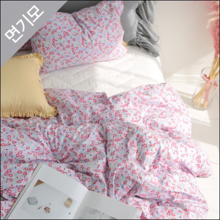 """Cotton brushed microfiber fabric) Bebe flower <div style=""""display:none;""""> Winter Fabric / Microfiber / Brushed Fabric / Fabric / Shop / Fabric / Emotional Fabric / Fabric / Cotton Fabric </div>"""